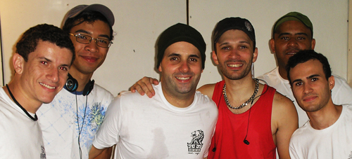 Integrantes da banda Akikalô